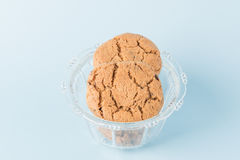 Biscotti di pepita di cioccolato in una tazza Immagine Stock