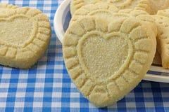 Biscotti di shortbread a forma di del cuore Fotografia Stock