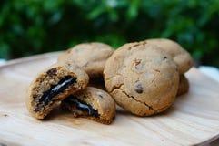 Biscotti di sovraccarico del cioccolato immagini stock