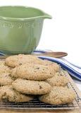 Biscotti di uva passa della farina d'avena - verticale fotografia stock libera da diritti