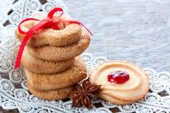 Biscotti di zucchero con inceppamento Fotografia Stock