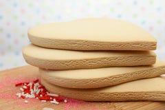 Biscotti di zucchero a forma di del cuore Fotografia Stock Libera da Diritti