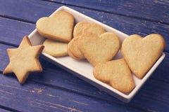 Biscotti di zucchero sul piatto bianco Fotografia Stock Libera da Diritti