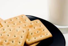 Biscotti disposti su un vetro Fotografia Stock