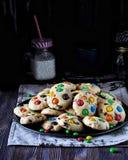 Biscotti domestici dolci con i dolci lustrati Immagine Stock Libera da Diritti