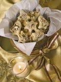 Biscotti dorati della casella immagine stock