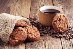 Biscotti e caffè del cioccolato Fotografie Stock Libere da Diritti