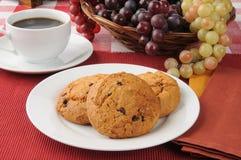 Biscotti e caffè di pepita di cioccolato Fotografie Stock
