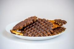 Biscotti e cioccolato su fondo bianco Fotografie Stock Libere da Diritti
