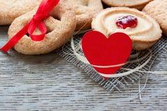 Biscotti e cuore Fotografie Stock