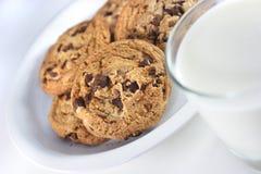Biscotti e latte Immagini Stock