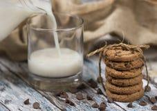 Biscotti e latte immagine stock libera da diritti