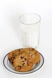 Biscotti e latte Fotografie Stock Libere da Diritti