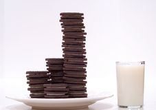 Biscotti e latte del cioccolato Fotografie Stock Libere da Diritti