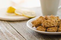 Biscotti e limone fotografia stock libera da diritti
