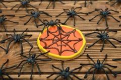 Biscotti e ragni divertenti per Halloween Immagini Stock Libere da Diritti