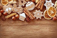 Biscotti e spezie del pan di zenzero Immagine Stock Libera da Diritti
