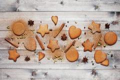 Biscotti e spezie tradizionali dello zenzero Fotografie Stock