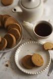 Biscotti e tè Fotografie Stock Libere da Diritti