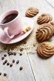 Biscotti e tazza di caffè Fotografie Stock Libere da Diritti