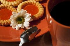 Biscotti e tazza di caffè Fotografia Stock Libera da Diritti