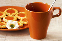 Biscotti e tazza di caffè Immagini Stock Libere da Diritti