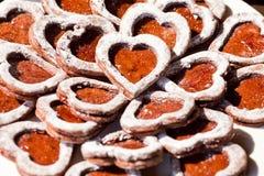 Biscotti a forma di dei cuori del cioccolato Fotografia Stock Libera da Diritti