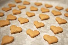 Biscotti a forma di del cuore Immagine Stock