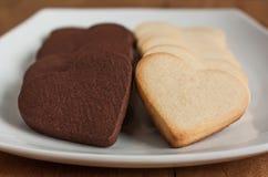 Biscotti a forma di del cuore in bianco e nero Fotografia Stock