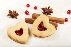 Biscotti a forma di del cuore con ostruzione Fotografia Stock Libera da Diritti