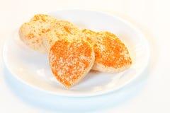 Biscotti a forma di del cuore in un piatto Fotografia Stock