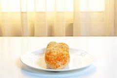 Biscotti a forma di del cuore in un piatto Fotografia Stock Libera da Diritti