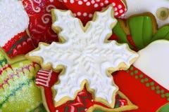 Biscotti ghiacciati di Natale. Fotografie Stock Libere da Diritti