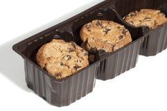Biscotti imballati in un recipiente di plastica marrone Fotografia Stock
