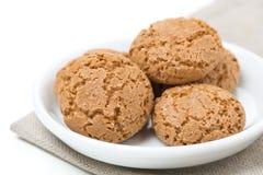 Biscotti kakor i en bunke, närbild som isoleras arkivbilder