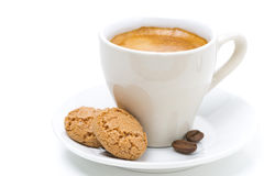 Biscotti kakor och kopp av espresso, selektiv fokus som isoleras arkivfoton