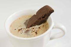 Biscotti kakor och varm choklad Arkivbilder
