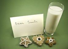 Biscotti, latte e una lettera a Santa Fotografia Stock