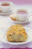 Biscotti libre de la almendra del gluten con té Imagen de archivo libre de regalías