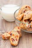 Biscotti med cranderries, aprikors och mandeln Royaltyfri Fotografi