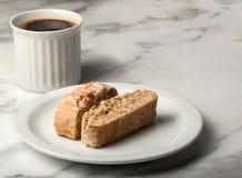 Biscotti med en kopp kaffe Royaltyfria Foton