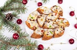 Biscotti med russin, torkade frukter och muttrar Arkivbild