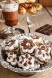Biscotti minuscoli nella forma del fiore Fotografia Stock