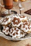 Biscotti minuscoli nella forma del fiore Immagine Stock