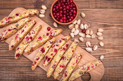 Biscotti mit Pistazien und Moosbeeren Lizenzfreies Stockfoto