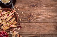 Biscotti mit Pistazien und Moosbeeren Lizenzfreie Stockfotos