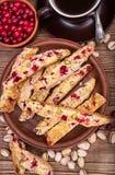 Biscotti mit Pistazien und Moosbeeren Stockfotos
