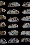 Biscotti op zwarte achtergrond Stock Afbeeldingen