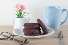 Biscotti rossi del velluto Fotografie Stock