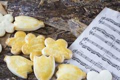 Biscotti saporiti della molla nella forma di fiore per il giorno del ` s delle donne, il giorno del ` s della madre ed il giorno  Fotografia Stock